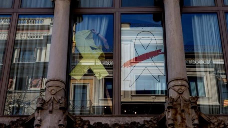 Retiran el lazo blanco de Torra de la sede de la Vicepresidencia de la Generalitat