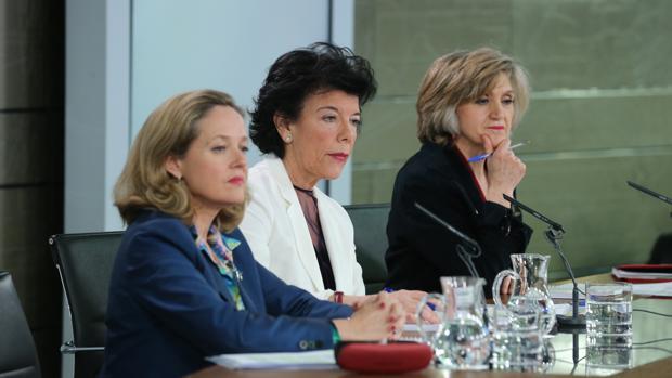 Nadia Calviño, Isabel Celaá y María Luisa Carcedo, en la rueda de prensa posterior al Consejo de Ministros