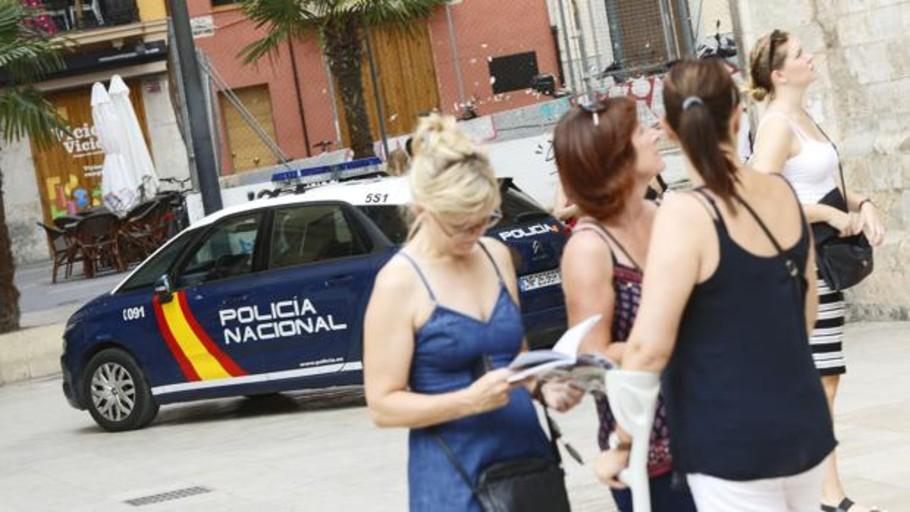 Investigan a un policía tras hacer un «simpa» en una gasolinera de Castellón