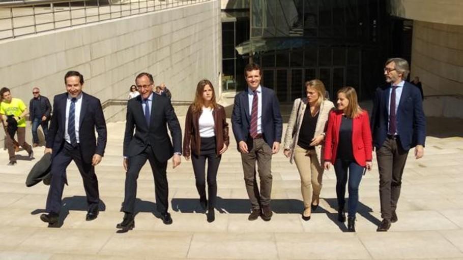 Casado advierte en Bilbao de que España «no puede seguir descentralizándose»