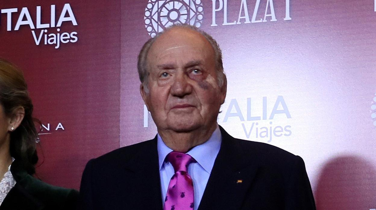 El Rey Don Juan Carlos aparece con un hematoma bajo el ojo izquierdo y una tirita en Las Ventas
