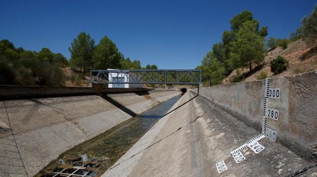 Uno de los tramos del trasvase del Tajo al Segura, a su paso por Tobarra (Albacete)