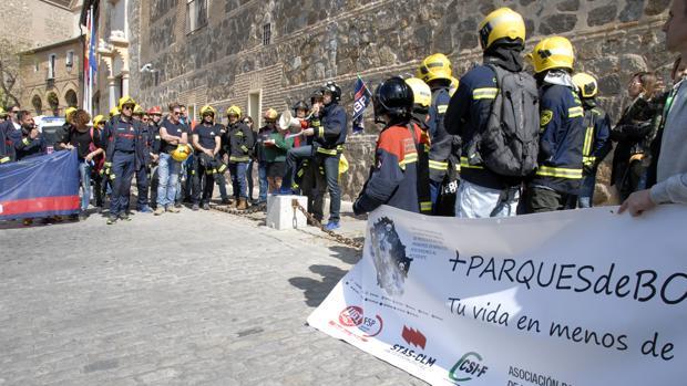 La manifestación partió de la Plaza de Zocodover y finalizó en el Palacio de Fuensalida, sede de la presidencia del Gobierno regiona