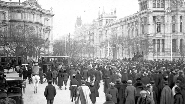 Entierro de Pérez Galdós, en Madrid, pasando por Cibeles