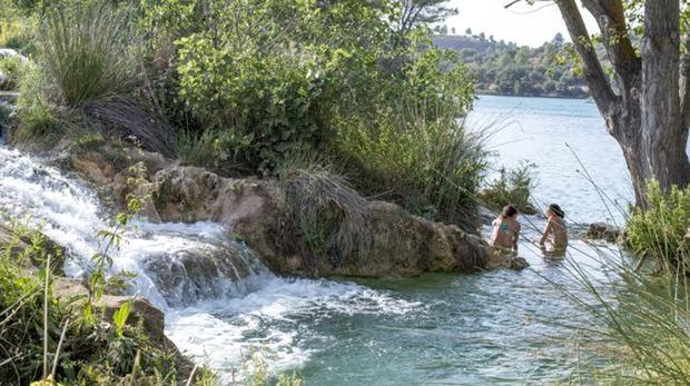 Uno de los saltos de agua en las Lagunas de Ruidera