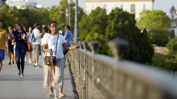 Gennet Corcuera, pasea por uno de los lugares más emblemáticos de Sevilla, donde vive actualmente