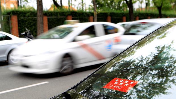 Vehiculo VTC circulando por Madrid