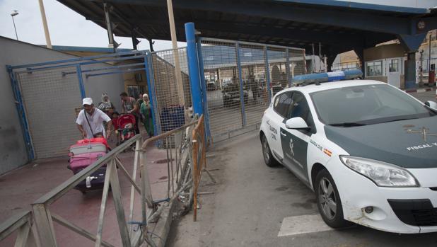 La mujer se presentó en las dependencias de la Guardia Civil en la frontera del Tarajal