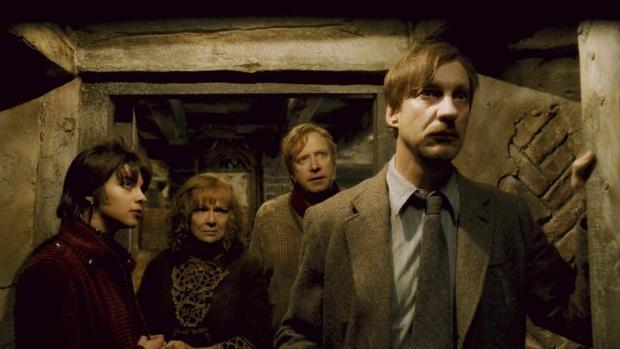 Natalia Tena (izda) junto a los actores Julie Walters, Mark Williams y David Thewlis, en una escena de Harry Potter