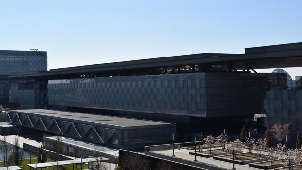 En el edificio central se encuentra un auditorio y una sala de exposiciones