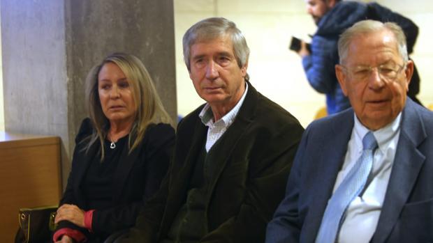 Marina Castaño, en el banquillo de los acusados, en la Audiencia Provincial de Santiago de Compostela