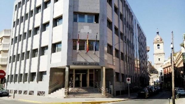 Puerta de acceso a la Audiencia Provincial de Ciudad Real