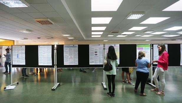 Alumnos en la Facultad de Ciencias Económicas de Santiago