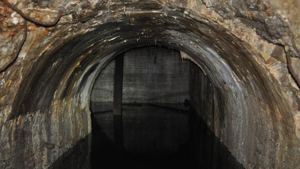 Parte del túnel de la línea descubierta