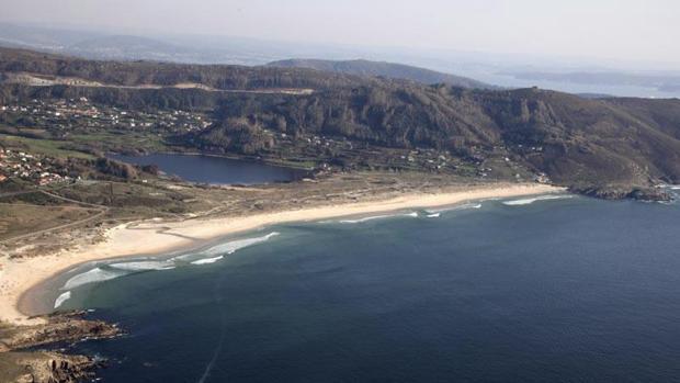 Imagen de la playa de Doniños en la que este domingo fue localizado el cadáver