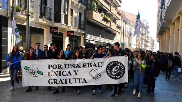 Manifestación de estudiantes por una EBAU única celebrada en Palencia el pasado año