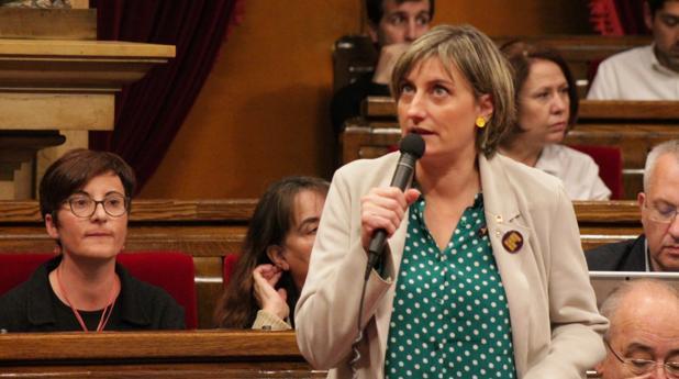 La consejera Alba Vergés durante la sesión en el Parlament