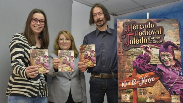 Nuria Cogolludo, Isabel Alamillos y Luis García durante la presentación del mercado medieval de Toledo