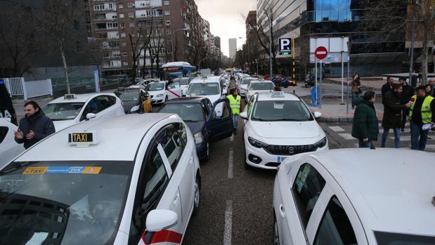 Protesta de los taxistas en el centro de Madrid