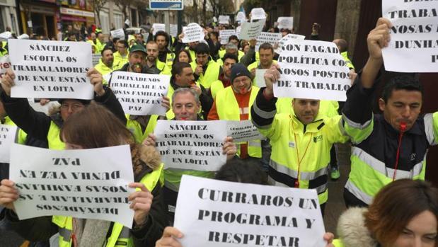 Protesta de los trabajadores de Ence ante el Parlamento gallego la semana pasada