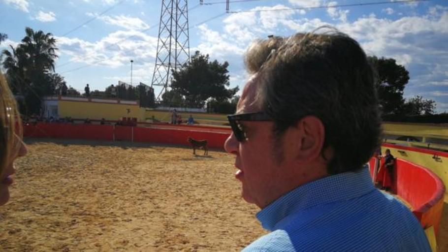 De capea taurina y en el club de jubilados: la campaña de Vox en Valencia a la espera del mitin de Abascal