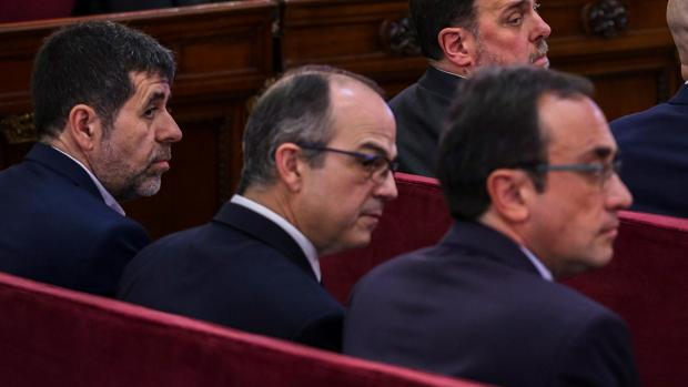 Jordi Sánchez (i), el expresidente de ANC; Jordi Turull (2i), y el exconsejero de Presidencia; Josep Rull (3i)