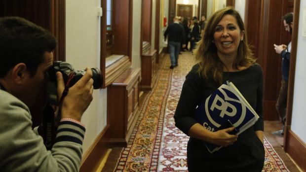 Alicia Sánchez Camacho, en los pasillos del Congreso de los Diputados