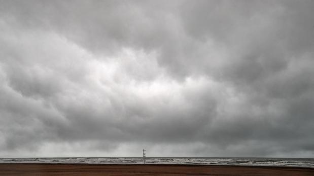 Lluvias en la playa de la Malavarrosa de Valencia