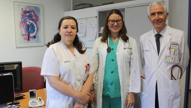 Carolina Robles, en el centro, responsable de la consulta especializada