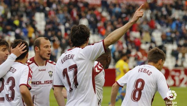 Eugeni celebra uno de los dos goles que le hizo a Las Palmas
