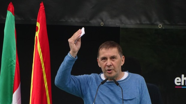Arnaldo Otegi durante su intervención en Pamplona