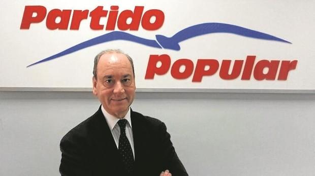 Martínez Vidal, frente al logo del Partido Popular
