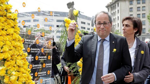 El presidente de la Generalitat, Quim Torra, junto a su esposa Carola Miró