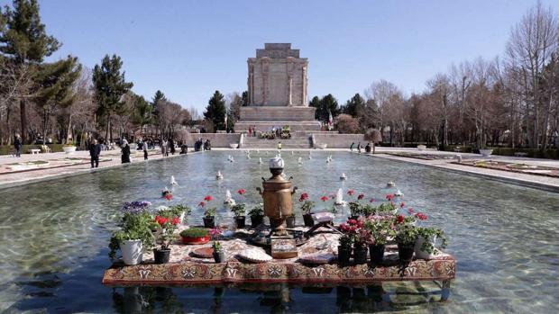 Mausoleo Hakim Abul Qasem, Ferdowsi, en Nowruz