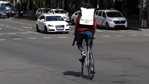 El drama de los «riders» del mercado negro: «Hay mafias que nos explotan por pedalear todo el día»