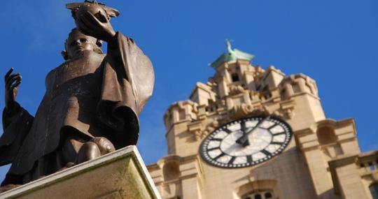 Monumento a Alfred L. Jones en Liverpool