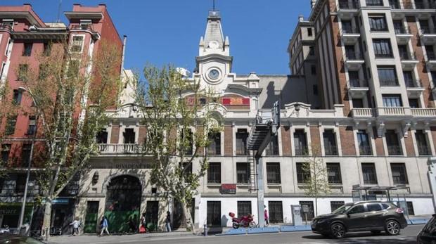 La fachada principal del palacete de «La Imprenta», en la Cuesta de San Vicente, que será recuperdao como hotel