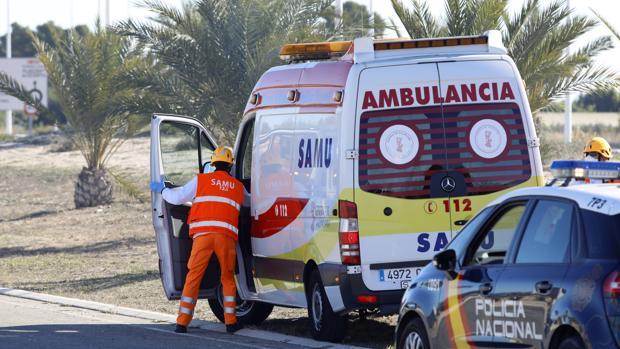 Imagen de archivo de una ambulancia del Samu en Alicante