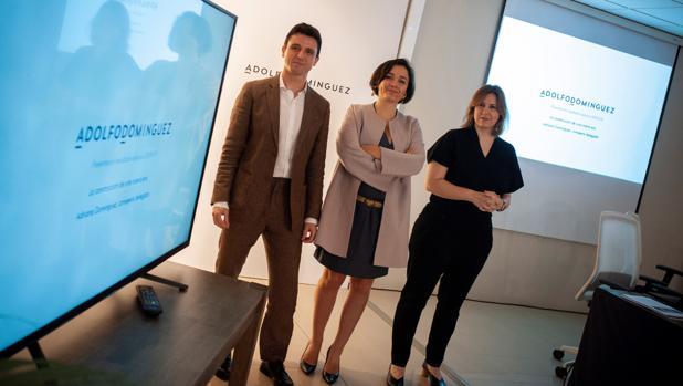 La consejera delegada de la compañía, Adriana Domínguez, el director general, Antonio Puente, y la directora de ecommerce y marketing, Patricia Alonso, durante la presentación de resultados esta mañana en Orense