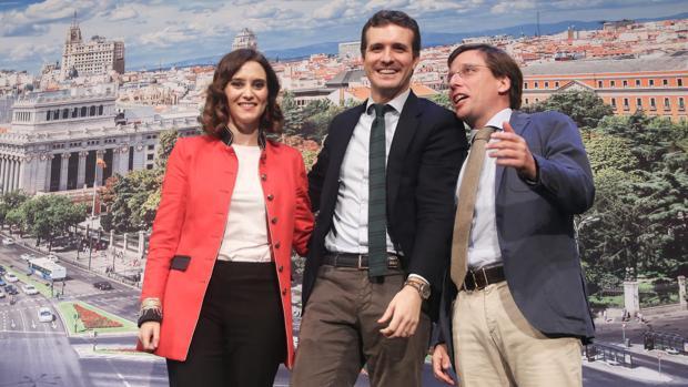 Díaz Ayuso y Martínez-Almeida, con Casado