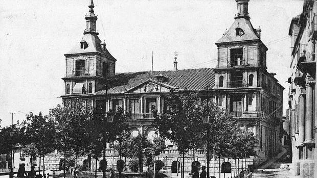 Plaza del Ayuntamiento, desde donde el 24 de abril de 1914 partió la multitudinaria marcha pidiendo el indulto (Foto, Colección de Postales, Archivo Municipal de Toledo