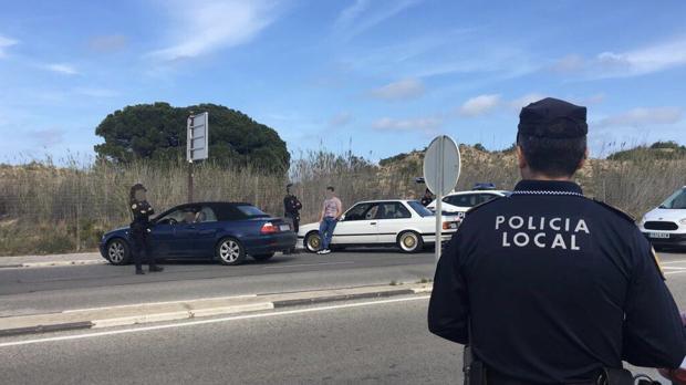 Efectivos de la Policía Local de Elche durante una intervención