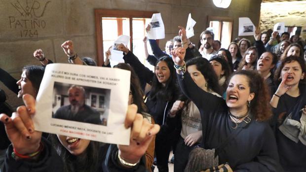 Estudiantes de la USC piden la inhabilitación del profesor