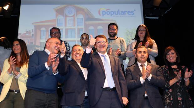 Carnero, Barrio y Mañueco, junto a los candidatos del PP en Arroyo de la Encomienda (Valladolid )
