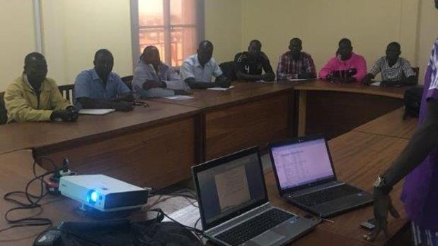 Los jóvenes que participan en este programa, durante una de las clases en Burkina Faso