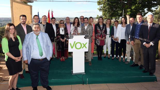 Foto de familia de los candidatos de Vox a la Junta y a la Alcaldia