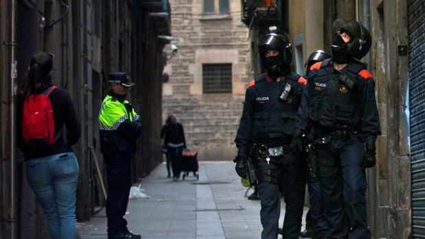 La inseguridad de Barcelona, el mayor escollo para que Colau revalide mandato