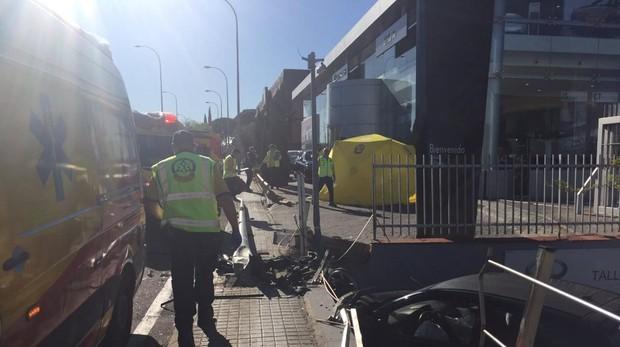fcd1ffaa3 Madrid Sanitarios de Emergencias tratan de salvar la vida de la mujer