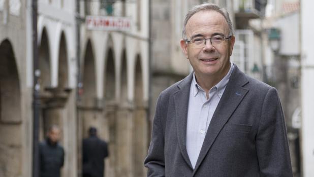 El candidato socialista fotografiado en el casco histórico compostelano