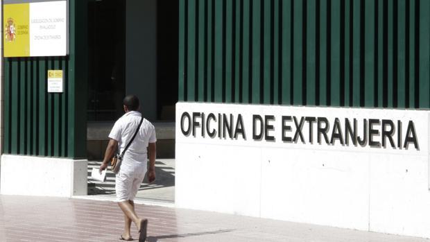 Extranjería recurre a la Policía para investigar parejas declaradas que resultan sospechosas